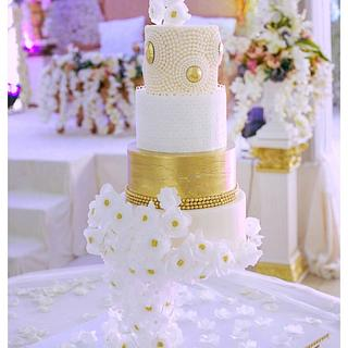 Gravity Defying Wedding Cake - Cake by Ramids