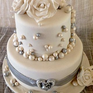 wedding cake with bubbles and fondant roses - Cake by HighTeaTighty