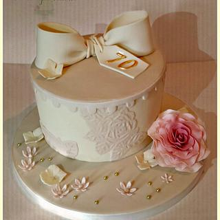 Vintage hat box, bows & blooms  - Cake by The Sweetpea Kitchen