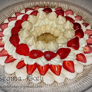 Strawberry Pavlova Ring