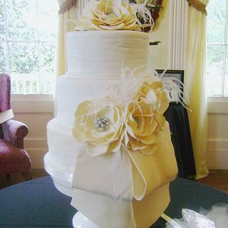 Elegant Wedding - Cake by Theresa