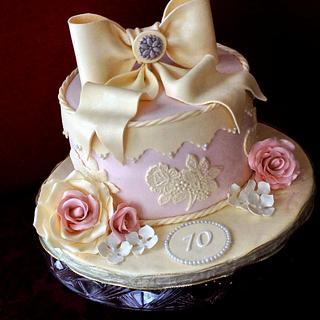 Vintage hat box cake - Cake by Mira - Mirabella Desserts