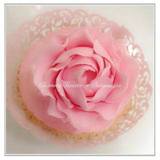 Sugar flower cupcake