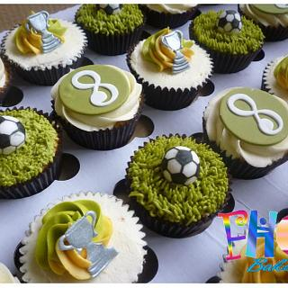 Football party cupcakes (Norwich city supporter)