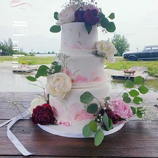 Painted weddingcake with fresh peonys