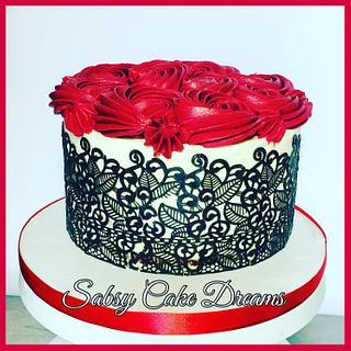 Lace rosés cake