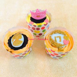 Cameo & Tiara Cupcakes  - Cake by Sweet Obsessions by Tanya Mehta