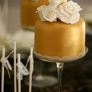 2 TIER GOLD MINI CAKE