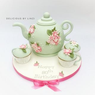 Teapot and 'teacup' cakes