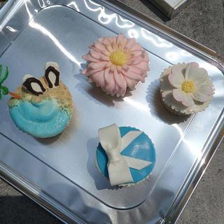 dogwood flower cupcake