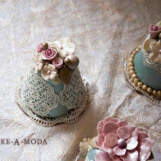 Edible Lace Mini Cakes