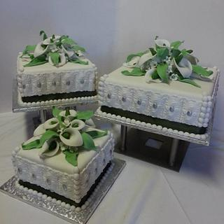 Wedding cake with fondant lelies - Cake by Probst Willi Bakery Cakes