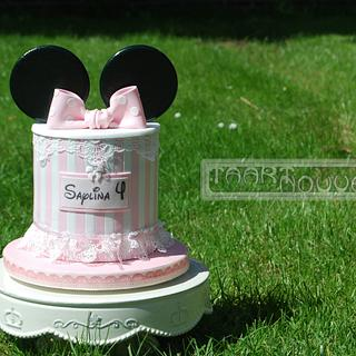 Minnie Mouse Cake with lace and cake pops
