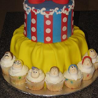 Snow White Cake With Dwarf Cupcakes