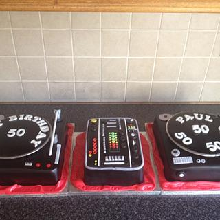 mixer and decks cakes