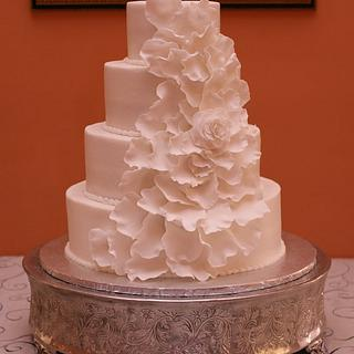Expanding rose wedding cake