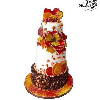 Cake with a flower of candied fruit