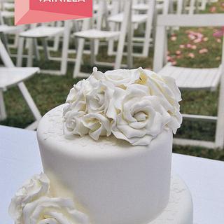 White Roses Cake