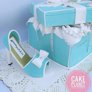High heel & gift box cake