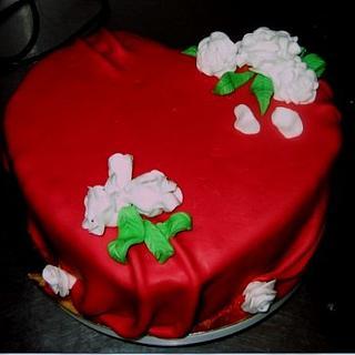 heart cake/ hite roses