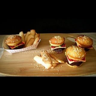 Vanilla/Chocolate Burger cupcakes w/ Sugar French Fries