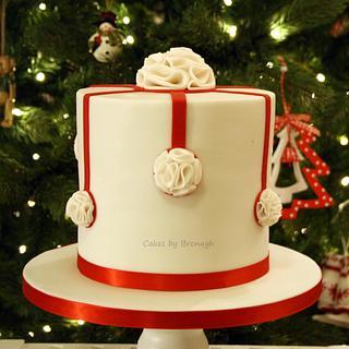 Ruffle bauble Christmas cake