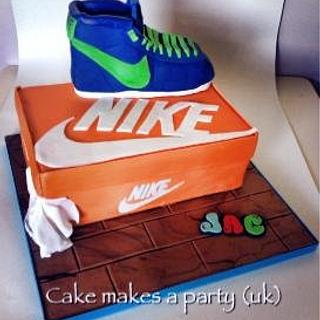 Nike Hi top and box
