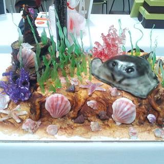 Aquarium cake with isomalt coral