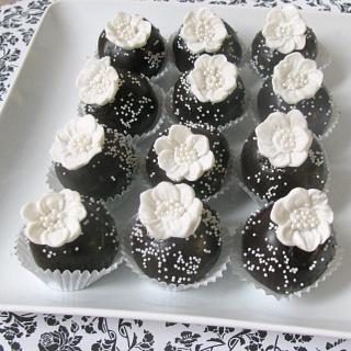 Wedding Cake Bites - Cake by Sweet Creations