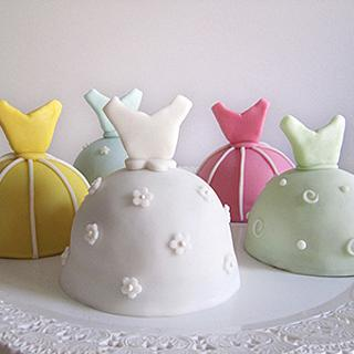 Bridal party's mini cake