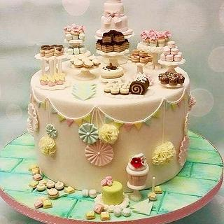 GOLD CI - Dessert Table - Cake by Shereen