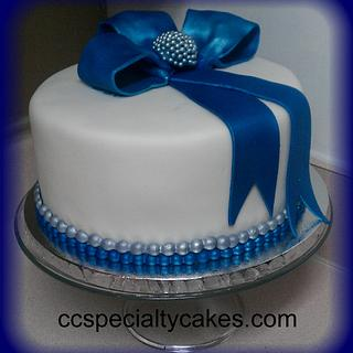 Simple Elegance - Cake by Sharon Cooper