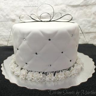 BLACK AND WHITE...So Divine! - Cake by Martha Chirinos Teruel
