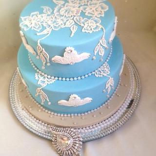 Brush embroidery dream cake
