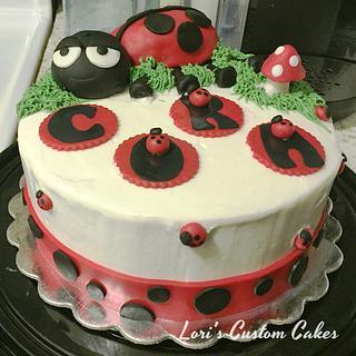 Ladybug cake  - Cake by Lori Mahoney (Lori's Custom Cakes)