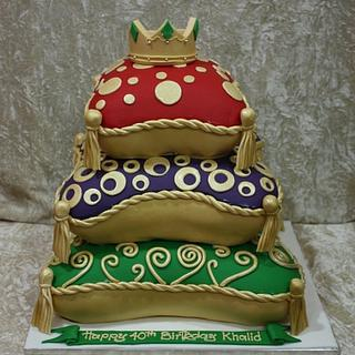 Pillows and crown cake