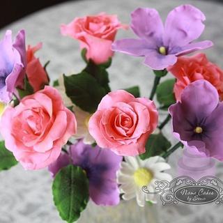 Sugar flower bouquet - Cake by Sonia Huebert