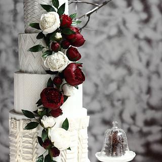 ELEGANT WINTER WEDDING CAKE