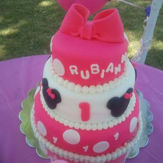 Minnie Mouse - Cake by Danielle Carroll