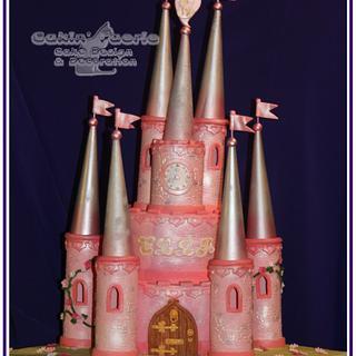 Ella's Pink Castle - Cake by Suzanne Readman - Cakin' Faerie