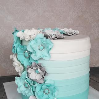 Elegant ruffle cake