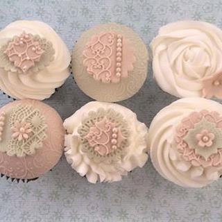 vintage pistachio and latte cupcakes