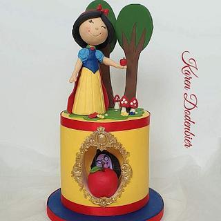 Snow White - Cake by Karen Dodenbier