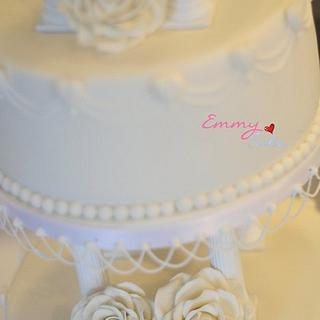 traditional wedding cake with pillars