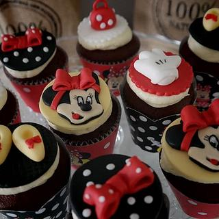 Minnie Mouse fashion cupcakes
