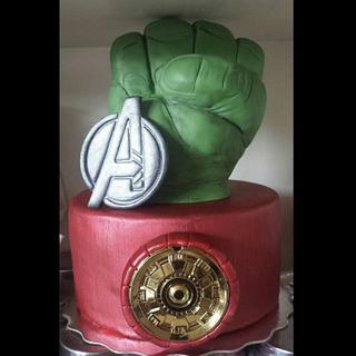 Avengers Cake Topper  - Cake by Jenn Szebeledy  ( Cakeartbyjenn_ )