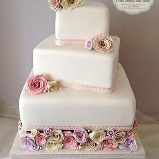 Modern Vintage Wedding cake <3
