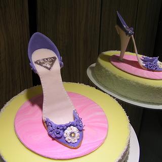 Lady's shoe (cinderella) style...