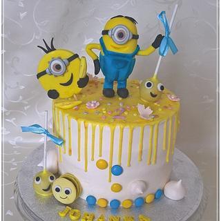 "Minion ""drip cake"""