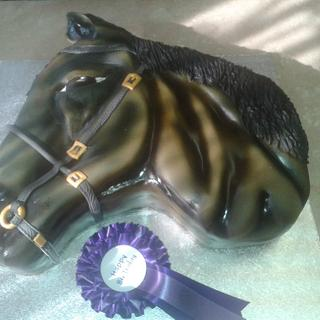 Horses head cake, without harness then with harness